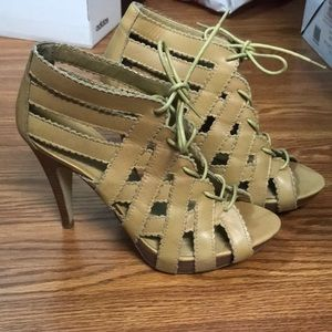 Chinese laundry leather stacked heels 7.5